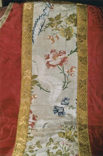 Chasuble, détail du motif floral