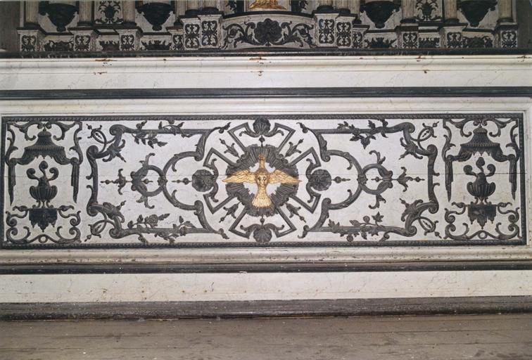 Devant d'autel : colombe et motifs décoratifs végétaux
