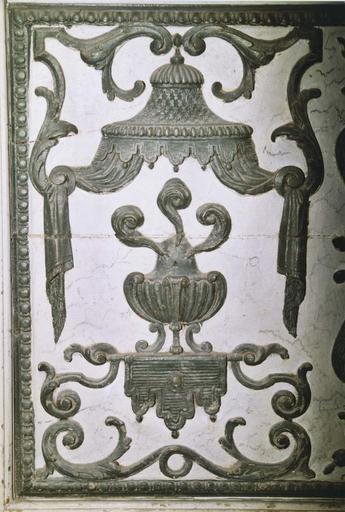 Autel, gradin d'autel, tabernacle, retable (maître-autel)
