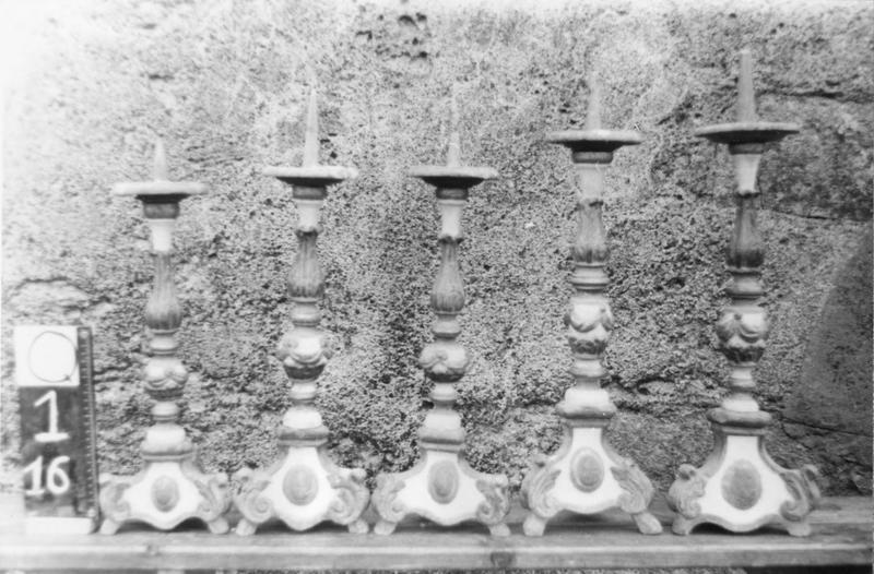cinq chandeliers
