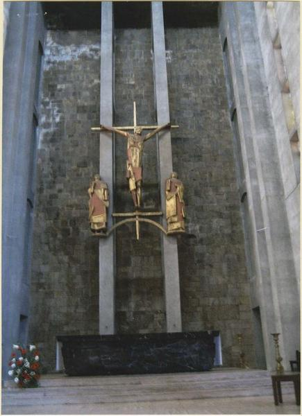 Groupe sculpté du choeur : La Crucifixion (le Christ entre la Vierge et saint Jean), vue générale
