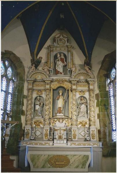 maître-autel ; retable ; tabernacle ; 4 statues : Vierge à l'Enfant, Saint Cadou, Saint Joachim, Saint Joseph, vue générale