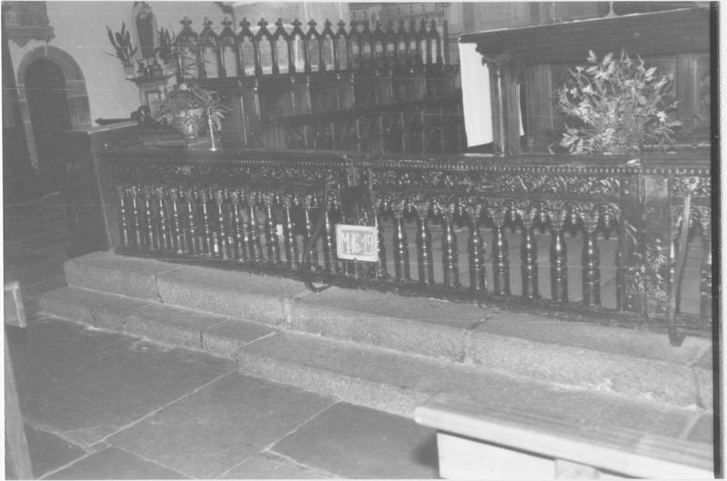 Clôture du choeur et des chapelles latérales (banc de communion)