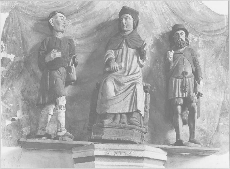 groupe sculpté : saint Yves entre le pauvre et le riche, vue générale