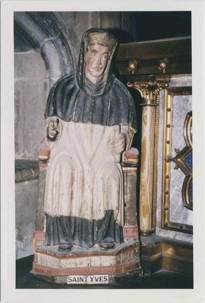 groupe sculpté : saint Yves et le pauvre, vue partielle