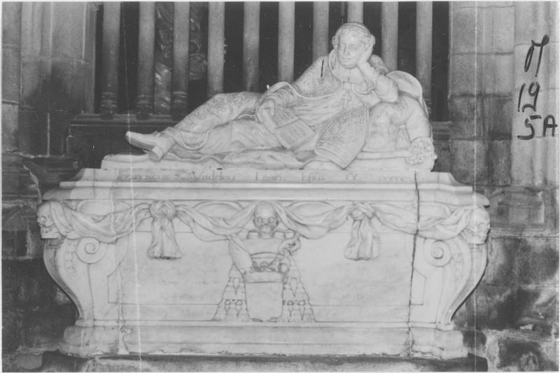 Tombeau de l'évêque François de Visdelou