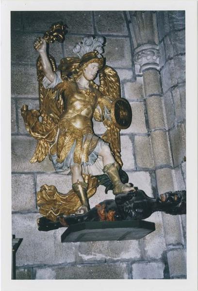 statue : saint Michel terrassant le dragon, vue générale