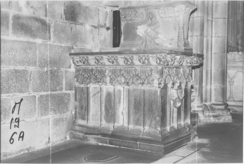 Autel dit autel communal, et retable