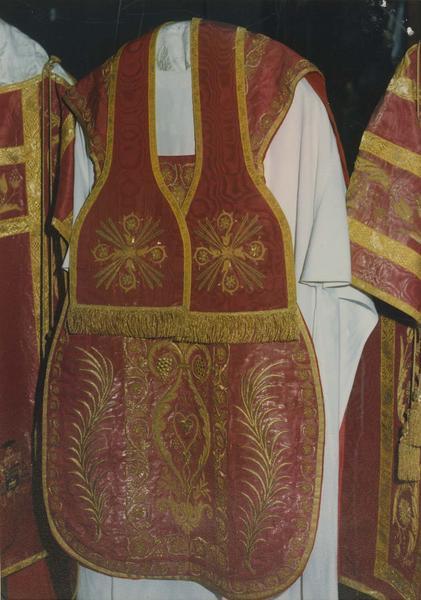 chasuble, étole, du service pontifical (service rouge), vue générale