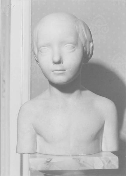 buste : buste d'enfant, vue générale