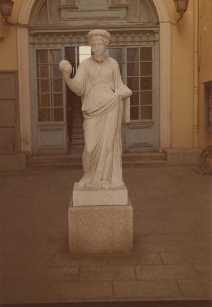 statue : Flore, vue générale