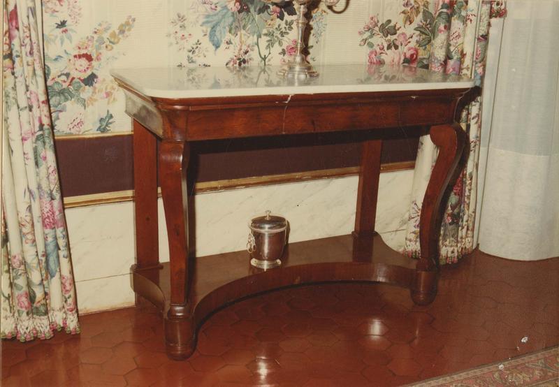 table, style Empire, vue générale