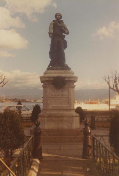 statue : le général Abatucci, vue générale