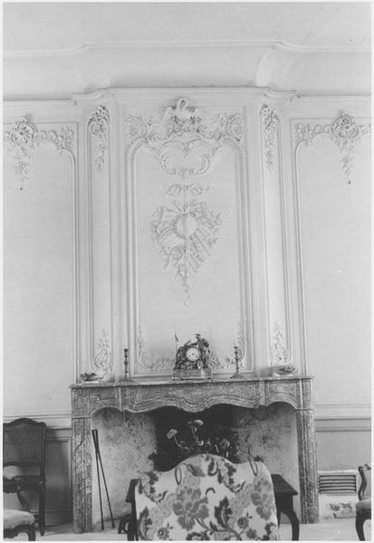 Grand salon, décor de stuc, vue partielle