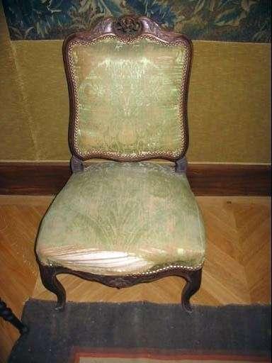 4 chaises chauffeuses. Vue d'une chaise.