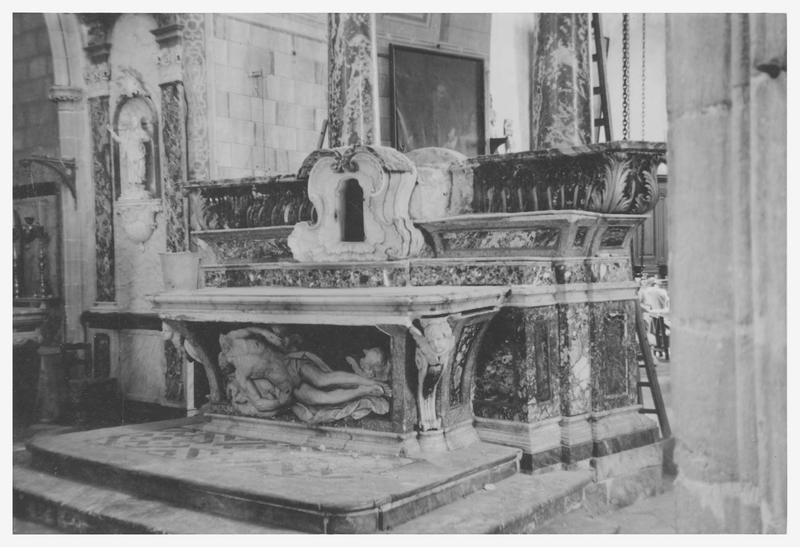 Bas-relief : le Christ mort
