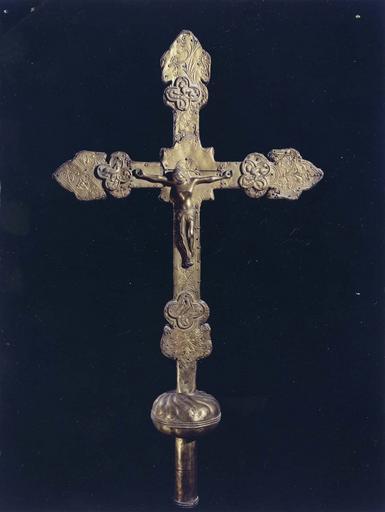 Croix de procession, avers, cuivre doré sur bois, 16e siècle
