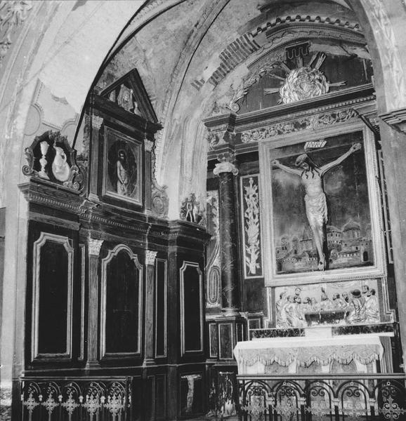 retable, revêtement mural, deux bas-reliefs, le Christ en croix, vue d'ensemble