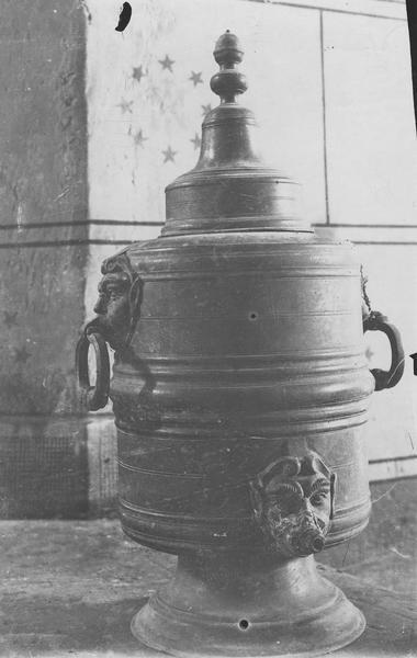 réserve à eau baptismale (vase)