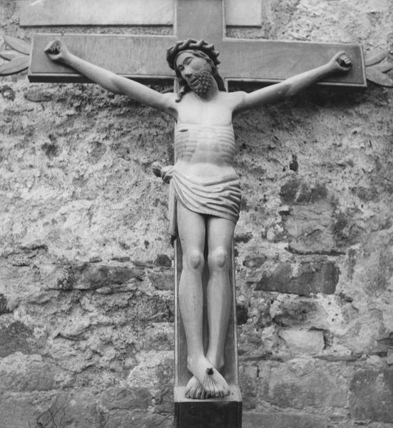statue : Christ en croix, détail