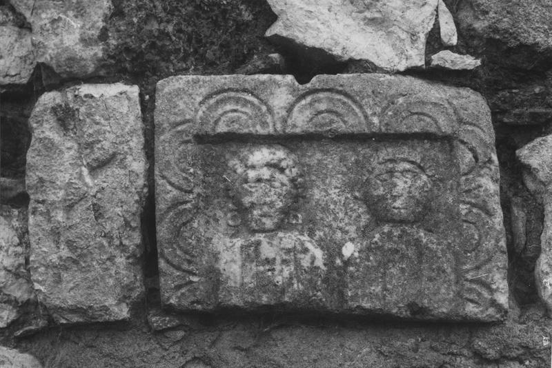 stèle, détail