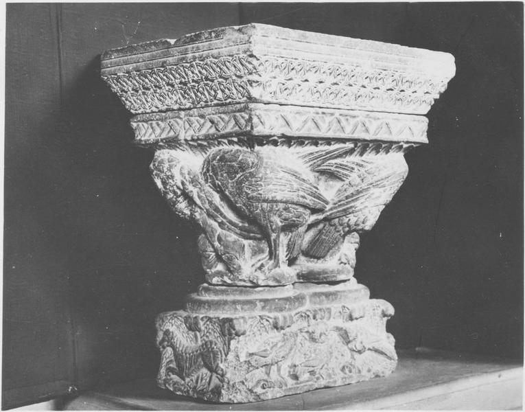 Chapiteau sculpté n°479: oiseaux, vue générale