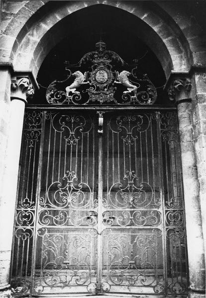 Clôture du porche occidental (grille)