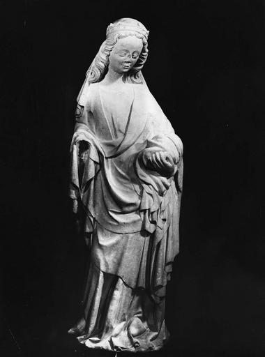 Statue : sainte Quitterie (?)