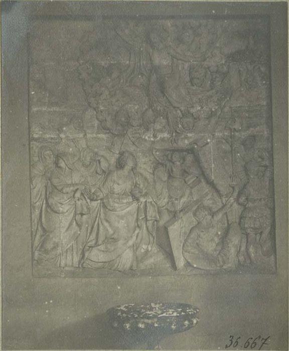 2 bas-reliefs : la Résurrection, le Christ aux Limbes