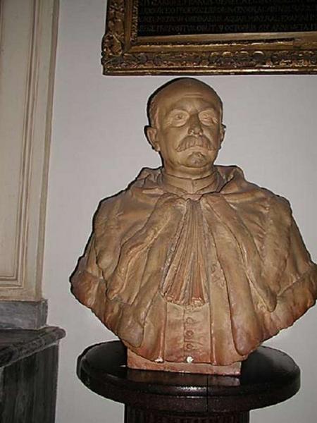 buste d' Henri François Alphonse Dubreuil. Vue de face.