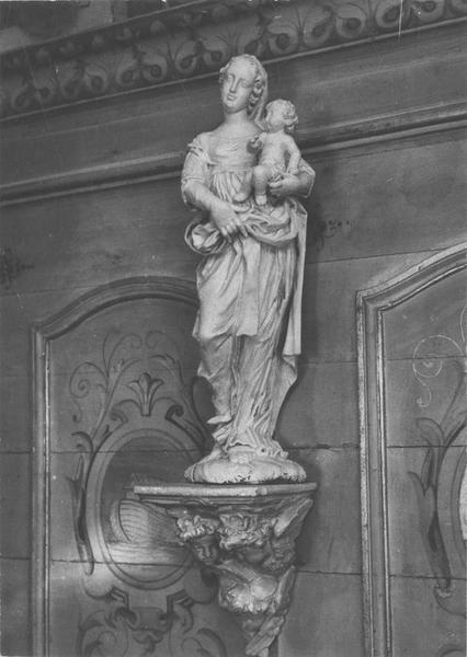 cheminée peinte, détail du linteau ; statue: Vierge à l'enfant, vue générale