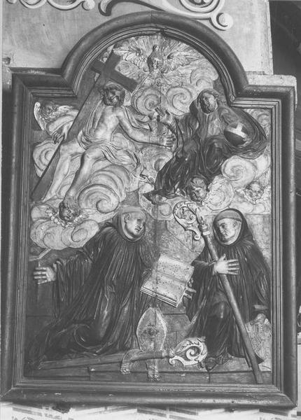 bas-relief, cadre : saint Benoît d'Aniane, saint Benoît-de-Nursie et la Trinité, vue générale