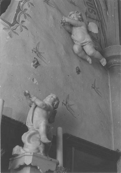 Statues : angelots, vue générale