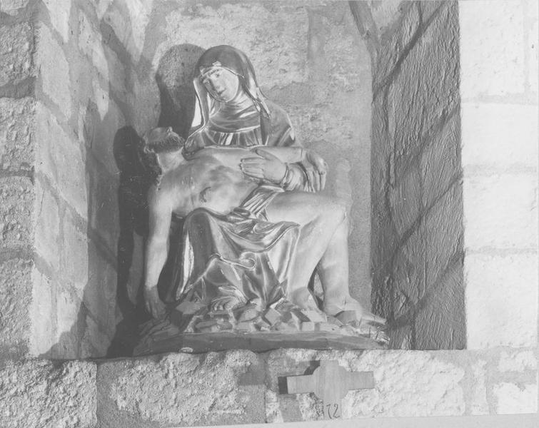 statue : Vierge de Pitié, vue générale