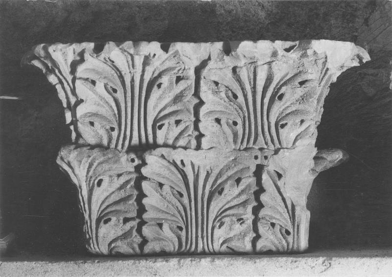 chapiteau : feuilles d'acanthe, vue générale