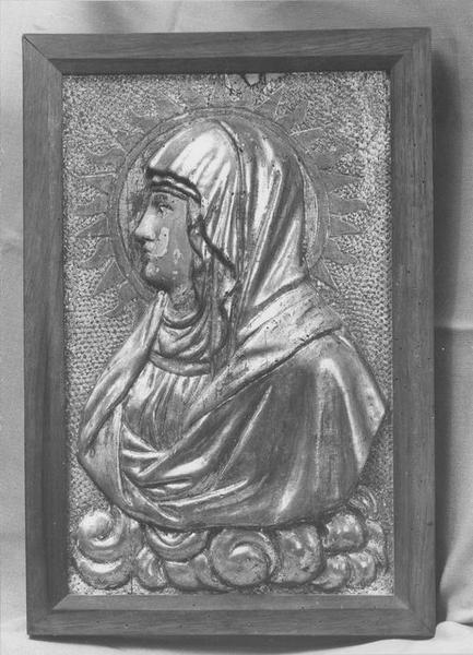 bas-relief : Vierge en buste (la), vue générale