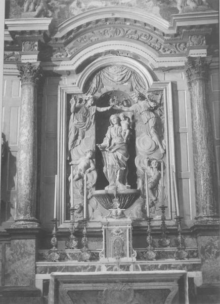 Autel, retable, statue
