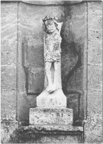 Statue: Christ en croix (fragment), vue générale