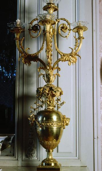 2 pieds porte-luminaire (flambeaux), style Louis XVI