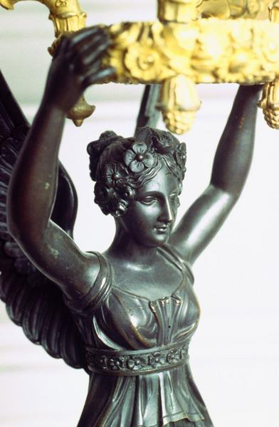 porte-luminaire (flambeaux), victoire et quatre bras de lumière, détail