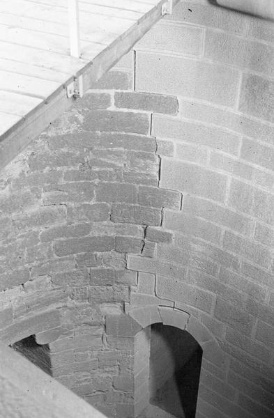 Tour de Balthazar, intérieur : détail d'un mur