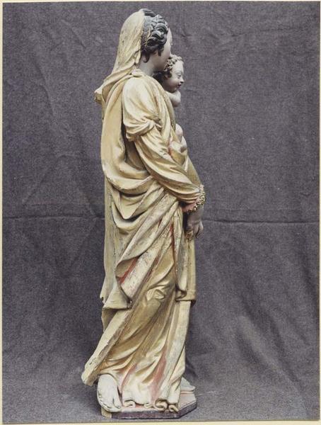 Statue: Vierge à l'Enfant, profil droit, vue générale