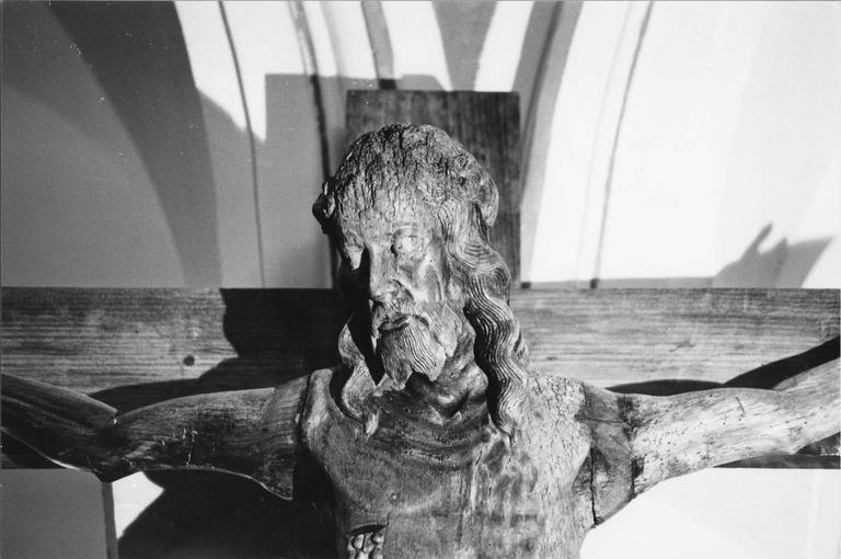 Statue : Christ en croix, bois, détail