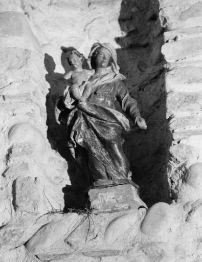 Statue : Vierge à l'Enfant, bois polychrome et doré