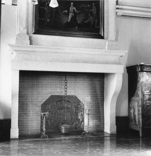 Cheminée monumentale, tableau : martyre de sainte Ségolène