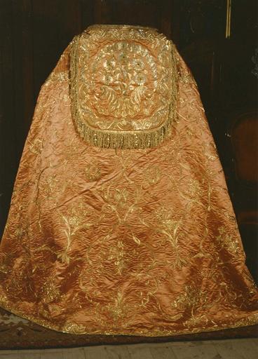 Ornement pontifical réversible brodé d'or : chape