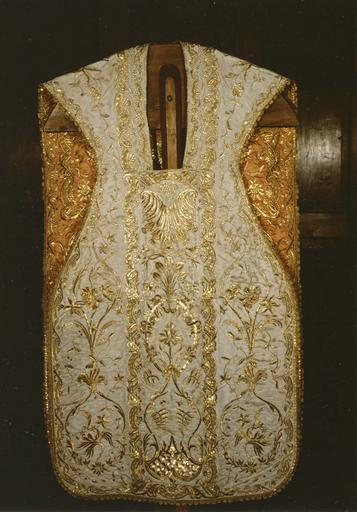 Ornement pontifical réversible bordé d'or : chasuble