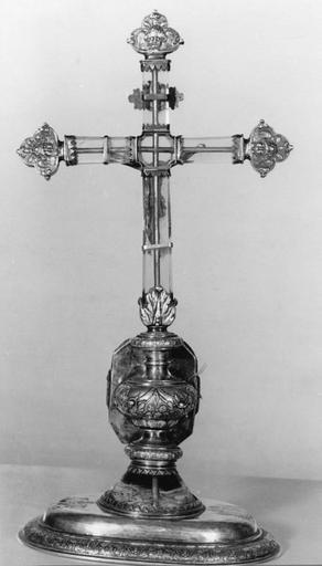 Croix-reliquaire pédiculée, argent doré et cristal de roche