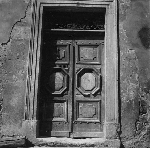 Porte bâtiment face