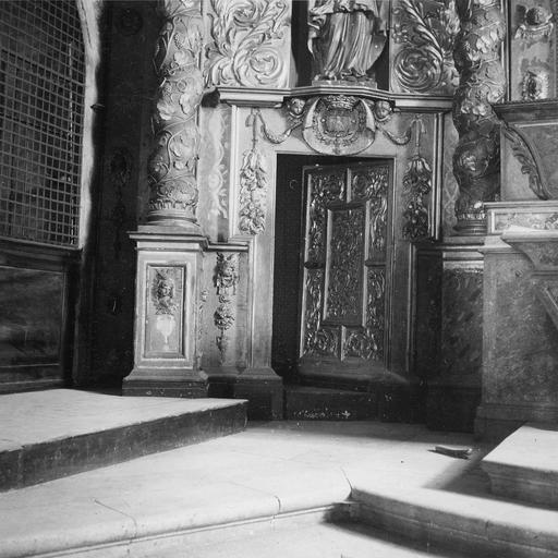 Retable, maître-autel, porte vers sacristie